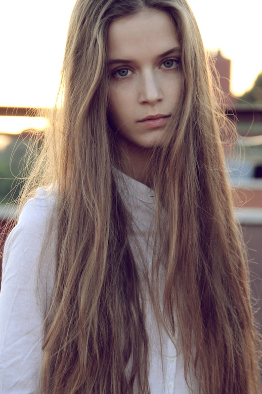 10-Le-Fashion-Blog-17-Inspiring-Long-Hairstyles-Straight-Via-Robyn-Walker
