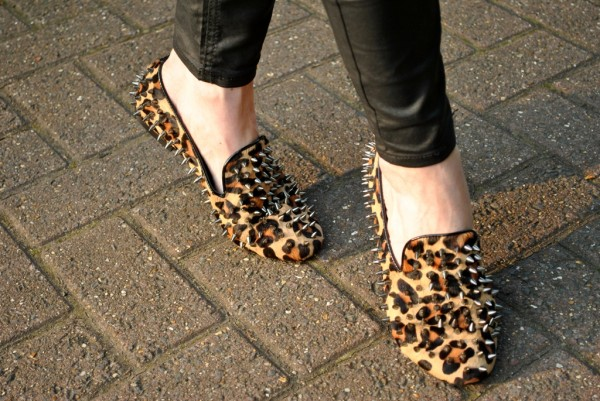whisty-street-style-blog-leopard-spike-flat-slippers