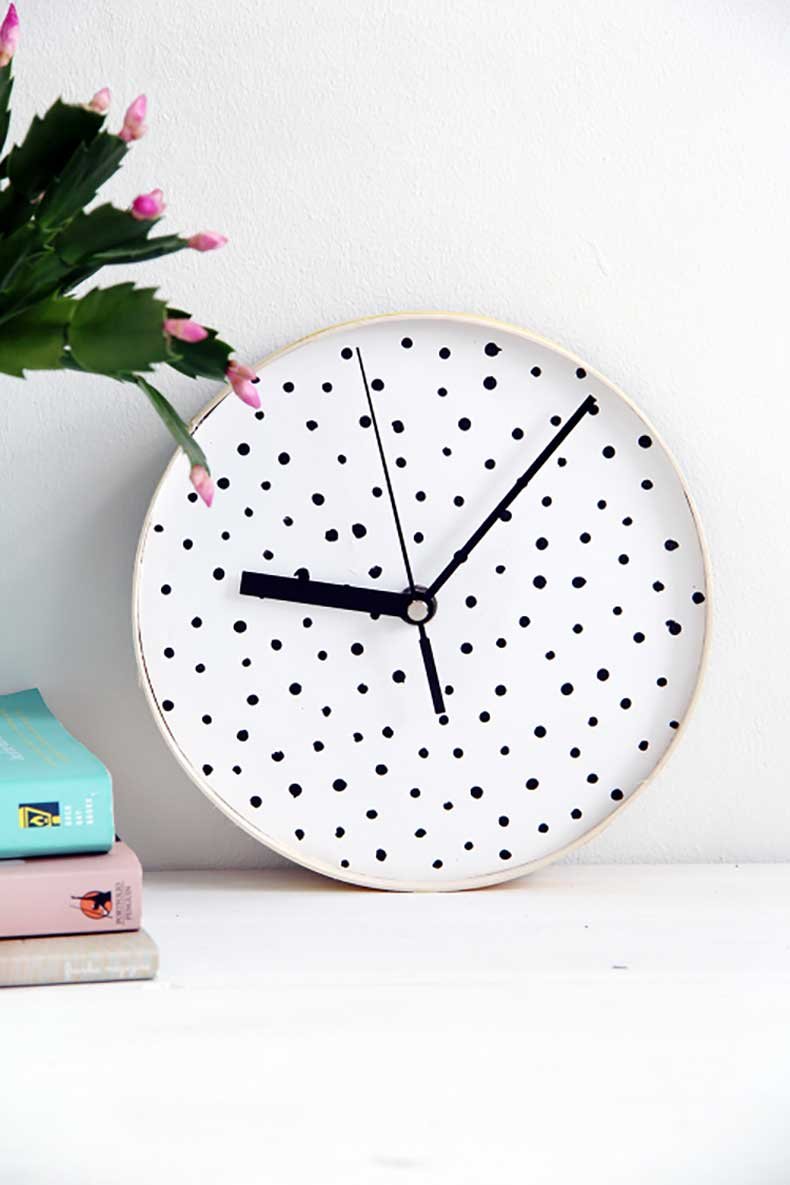 Design-Sponge-Spotted-Clock-4-500x750