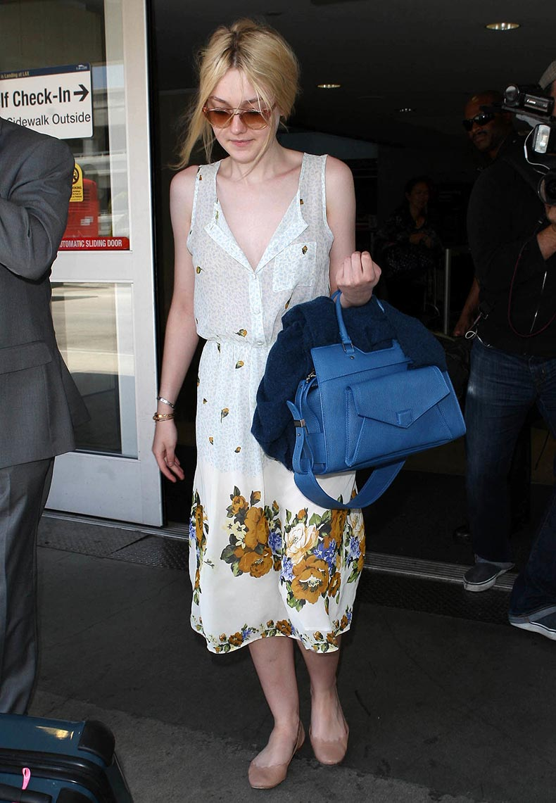 Dakota-Fanning-didnt-let-little-traveling-stop-her-from-wearing