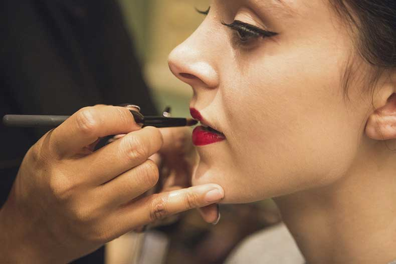 Keep-Your-Matte-Lipstick-From-Smudging