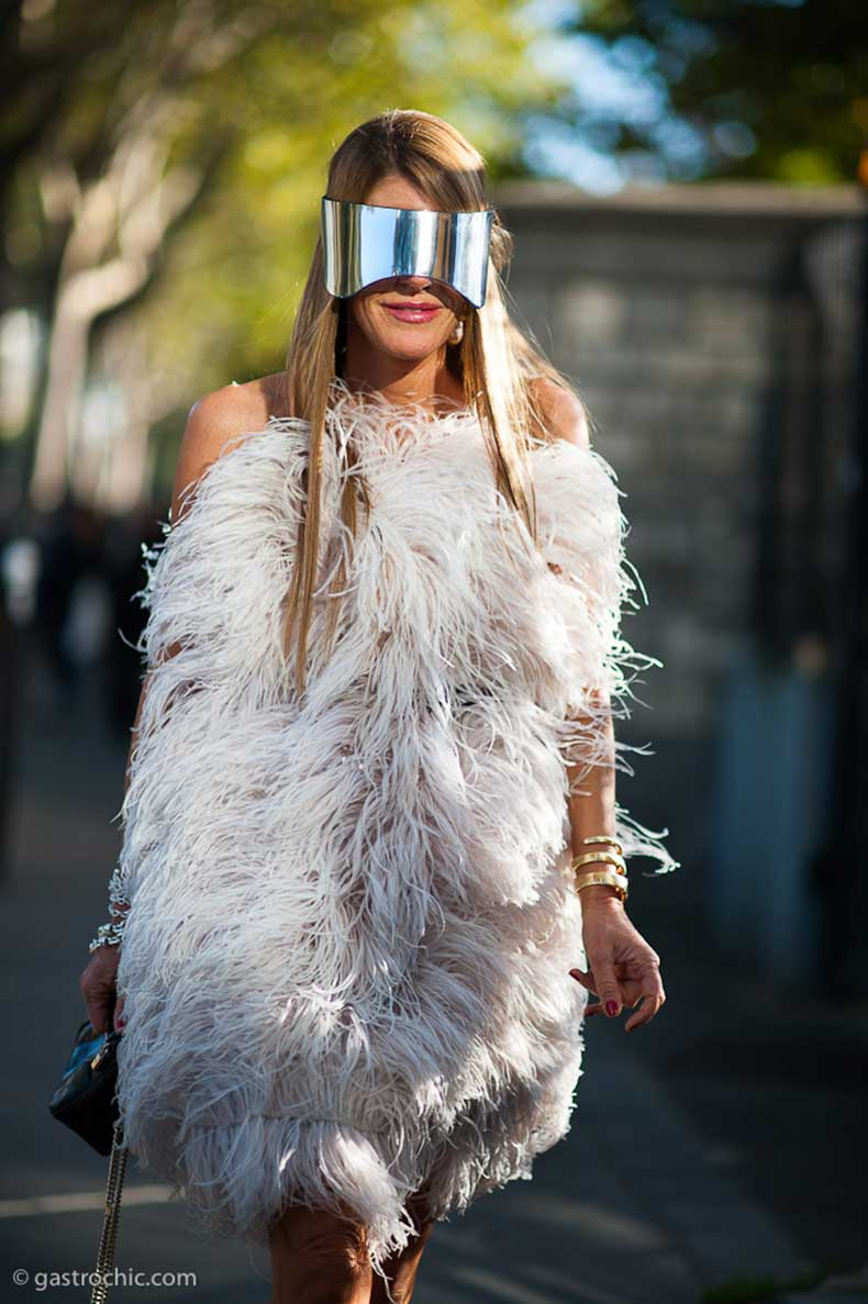 anna-dello-russo-in-feather-dress