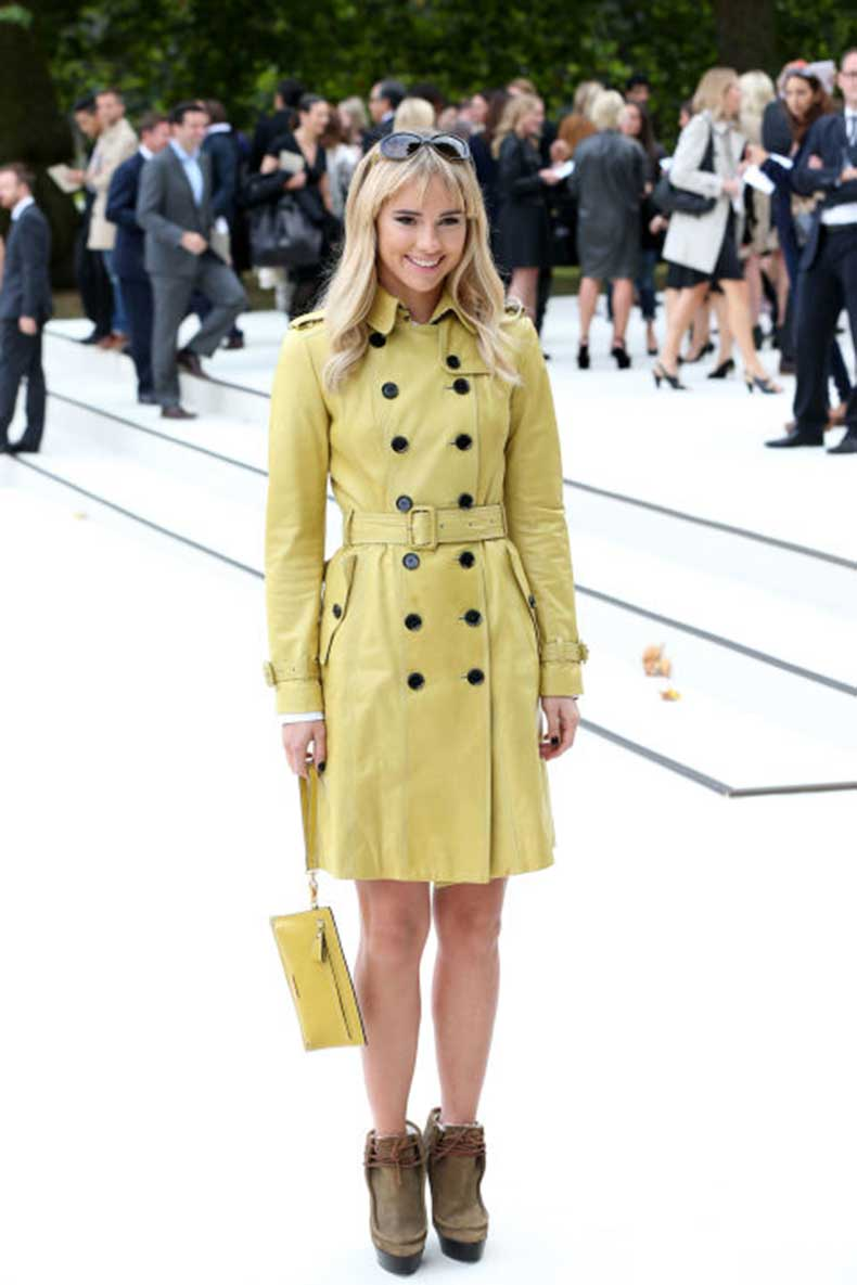 elle-29-suki-waterhouse-trench-coat