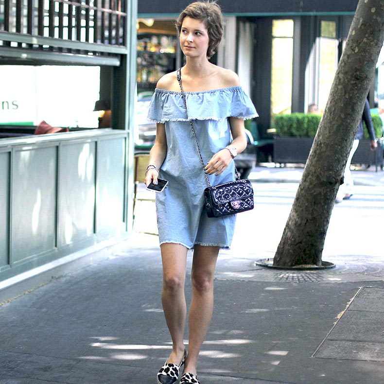 outfit-denim-dress-jeans-fringes-off-the-shoulders-fashion-ootd-street-style-paris-violette-daily-2-web3