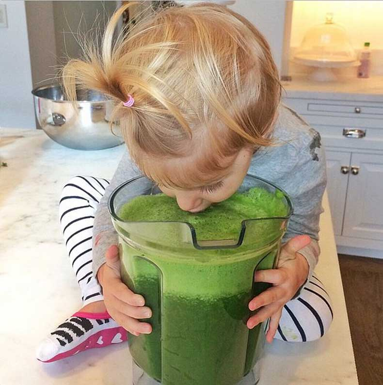 Gisele-Bündchen-daughter-Vivian-loves-green-juice-just-much