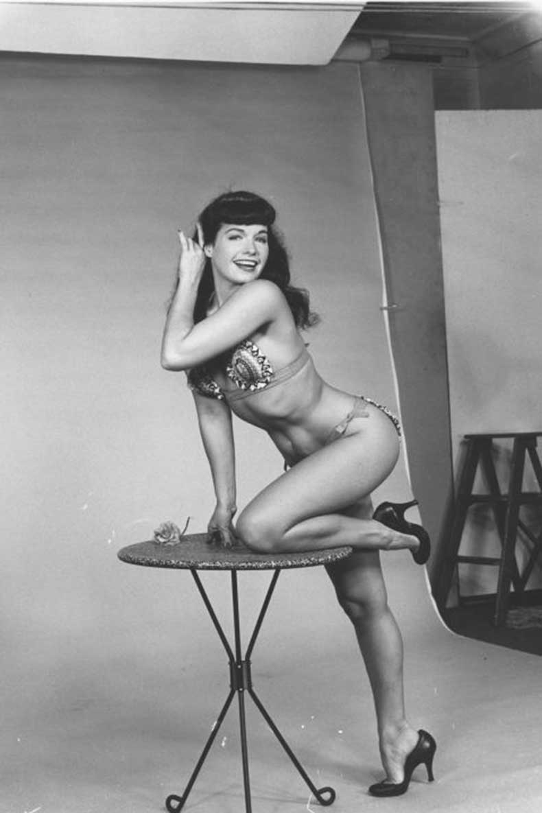 1445479070-1445448416-hbz-hourglass-bodies-bettie-page