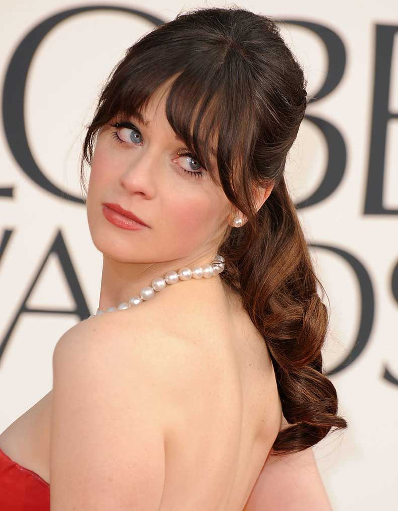 Zooey-Deschanel-rarely-appears-red-carpet-without-her-signature