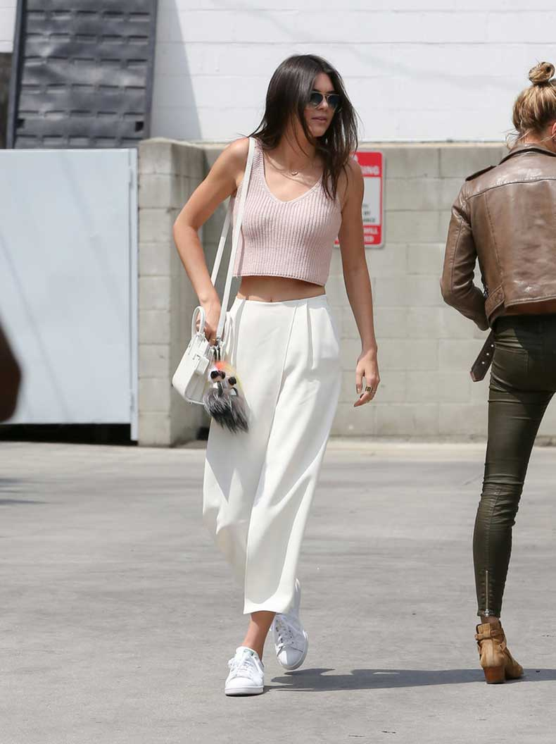 Kendall-Jenner-chose-wear-pair-crisp-culottes-her-pink