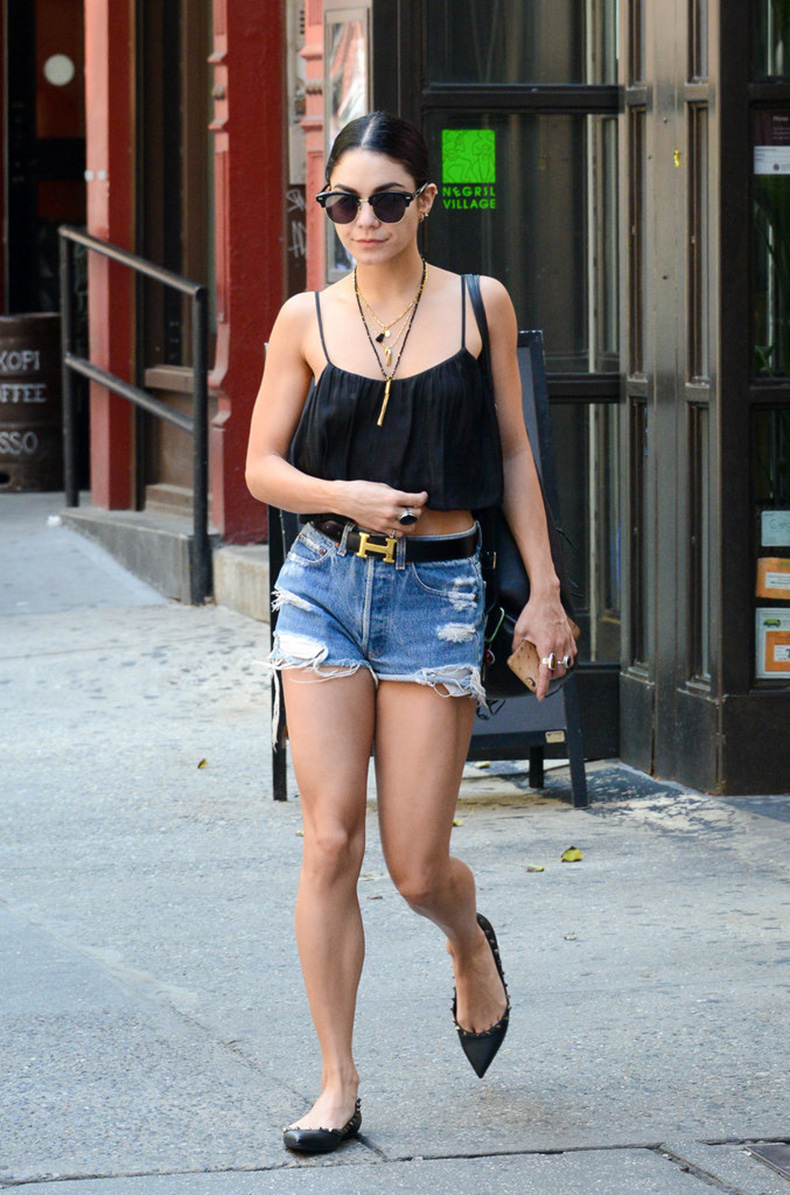 Vanessa-Hudgens-gave-her-distressed-denim-polish-Hermes-belt