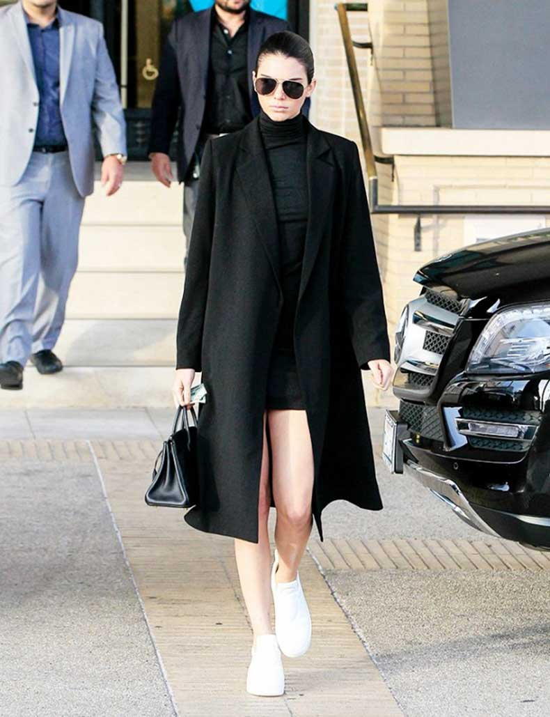 the-7-items-every-20-something-celeb-has-in-her-closet-1593142-1449863334.640x0c