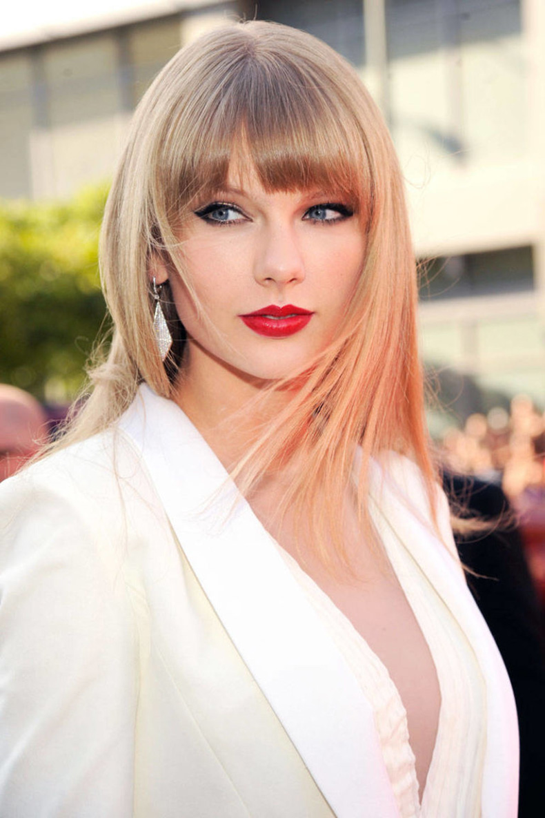 54aabb8849134_-_elle-beauty-history-of-red-lipstick-taylor-swift-xln-xln