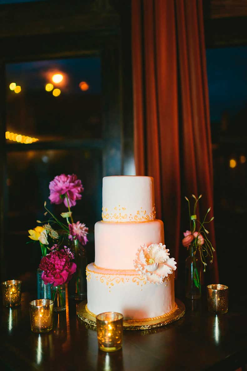 Pairing-citrus-colored-piping-against-peach--white-cake