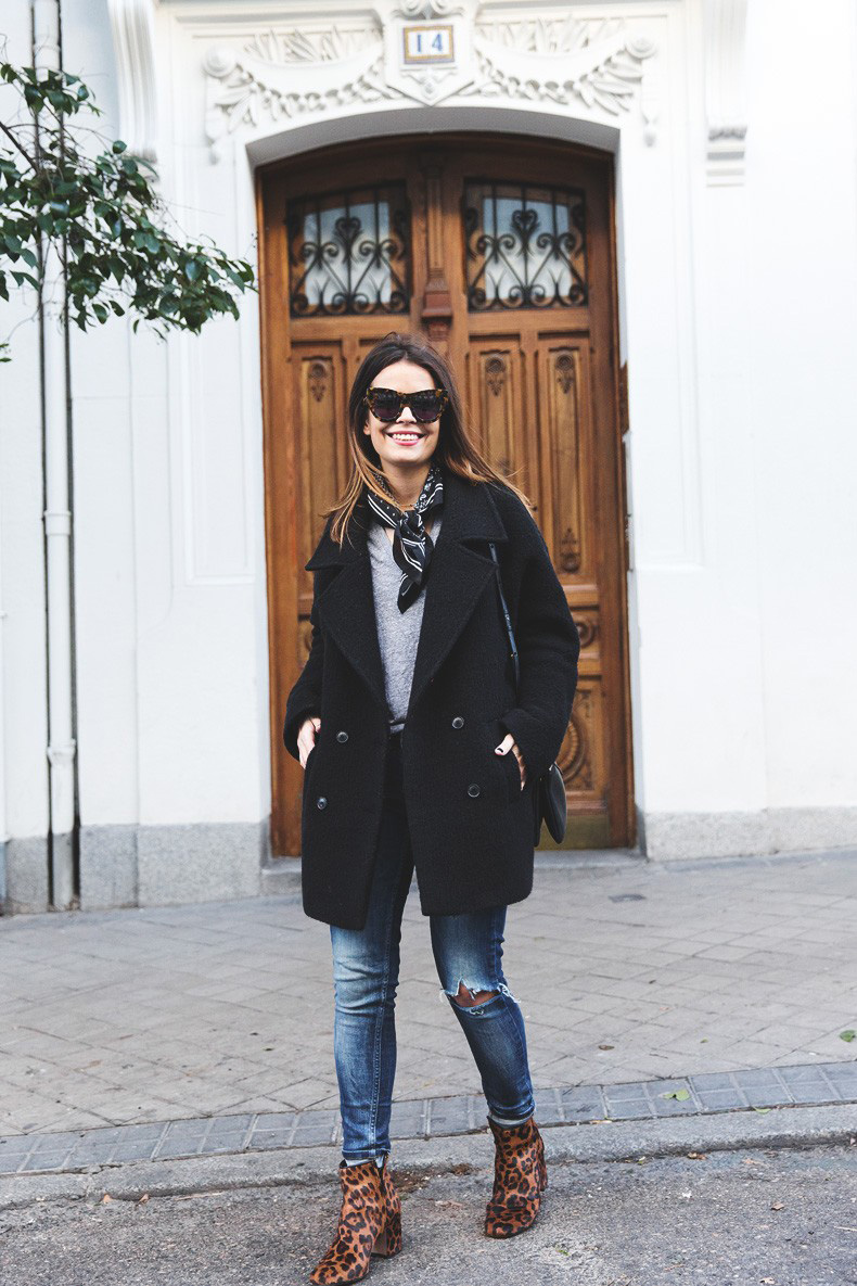 Scarf-Bandana-Ripped_Jeans-Leopard_Boots-Sita_Murt_Coat-Outfit-Street_Style-Collage_Vintage-12-790x1185