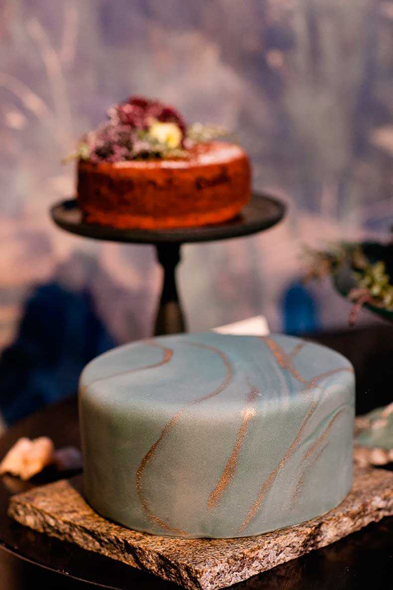 cake-combines-both-classic-modern-elements-smooth