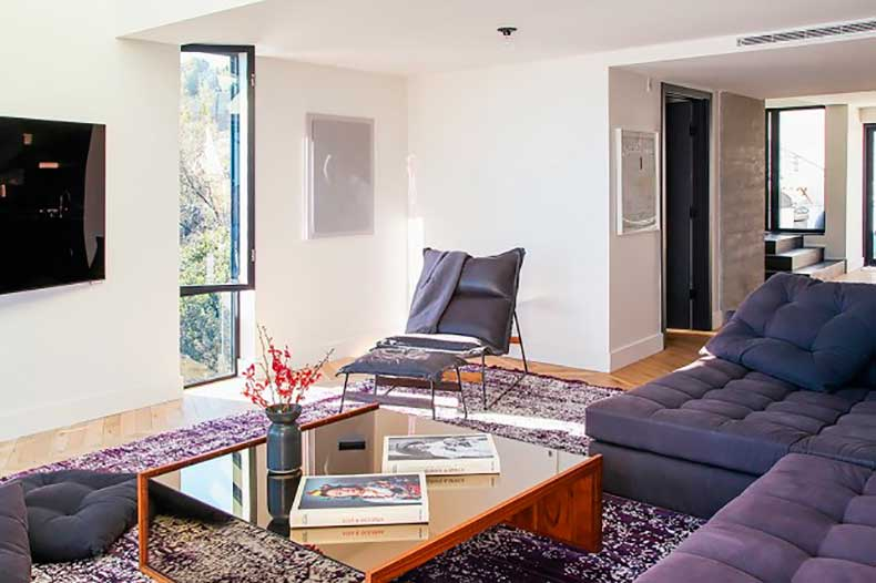 home-tour-a-masculine-modern-home-in-los-angeles-1654525-1455234407.640x0c