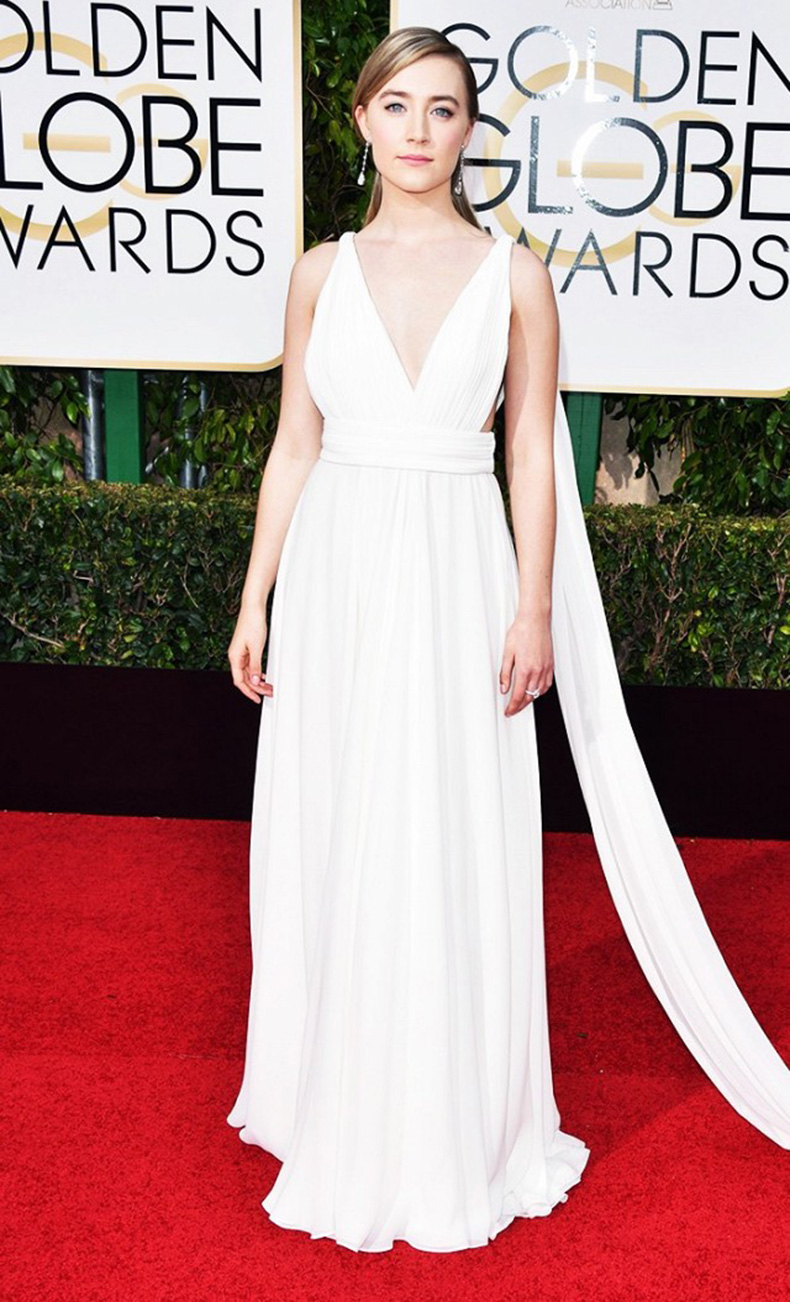the-new-it-girl-thats-on-every-best-dressed-list-1667524-1456174636.640x0c
