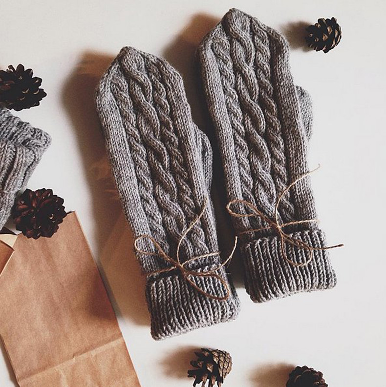 You-can-cover-up-manicure-mishaps-cute-gloves