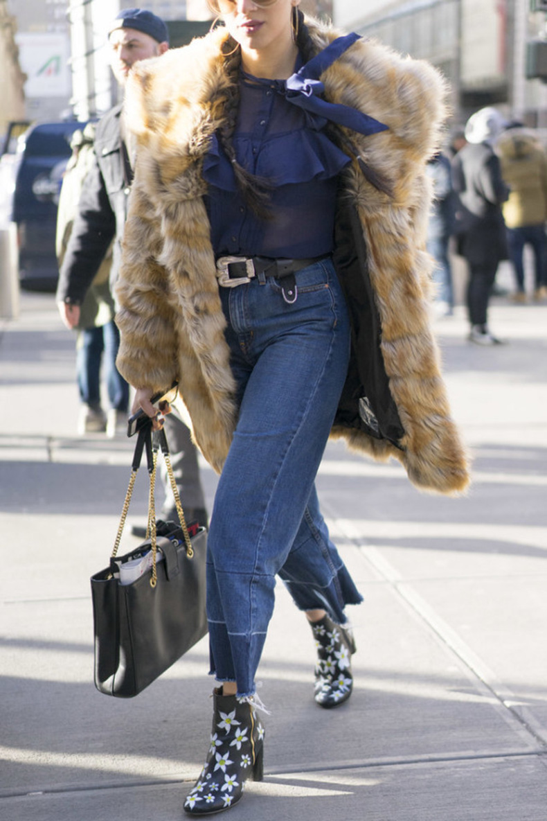 cropped-flares-western-jeans-frayed-hem-jeans-printed-booties-fur-coat-victorian-blouse-nyfw-street-style-ps-640x960