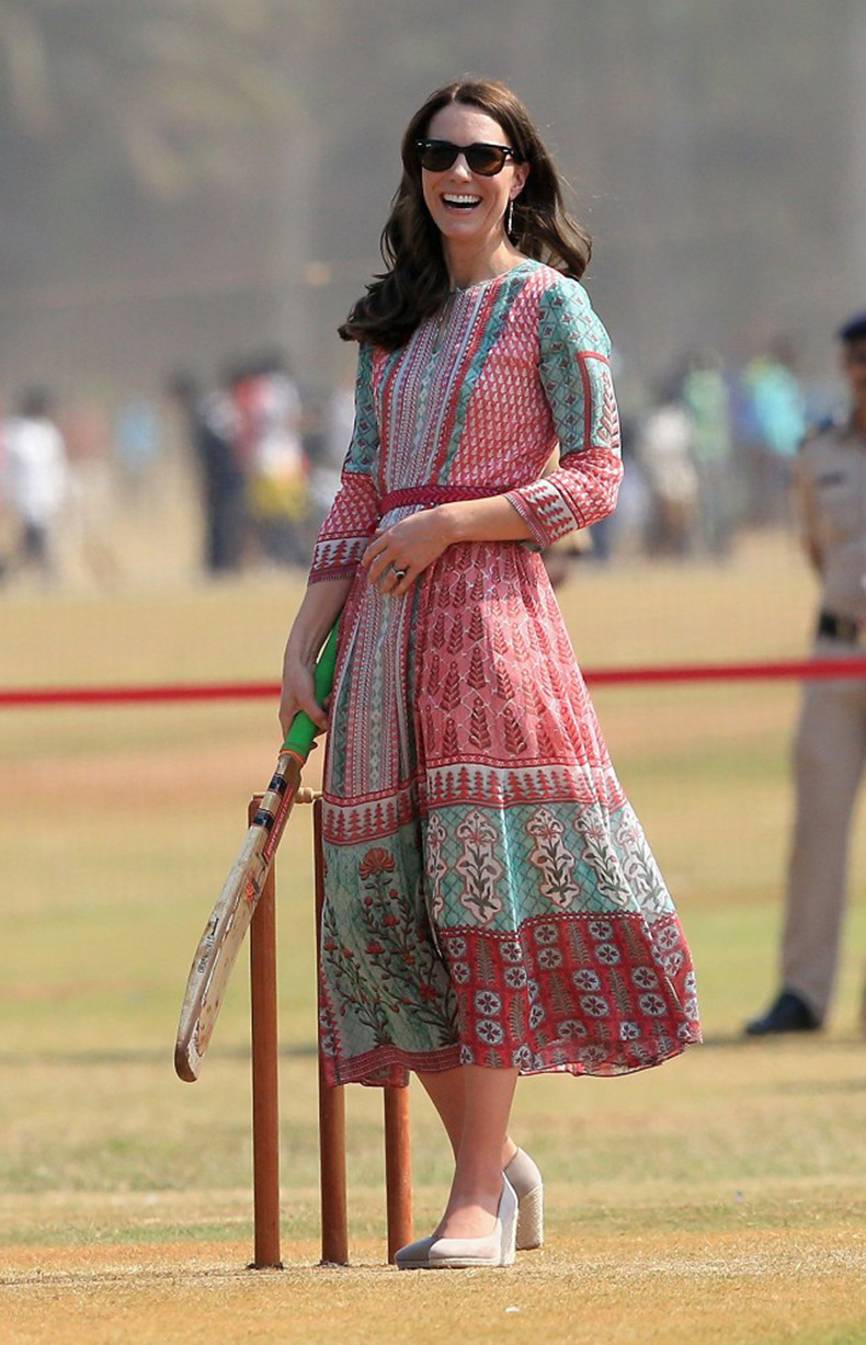 all-the-pretty-dresses-kate-middleton-wore-in-india-1727686-1460395827.640x0c