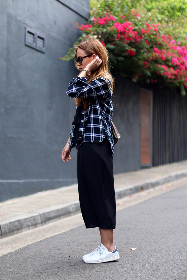 plaid-flannel-shirt-maxi-dress-outfit-street-style