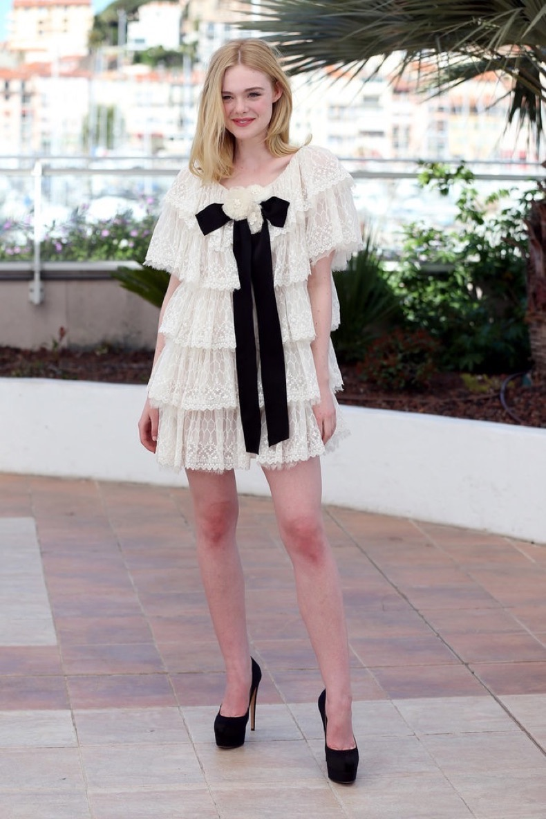 Elle-Fanning-wore-Chanel-Neon-Demon-photo-call