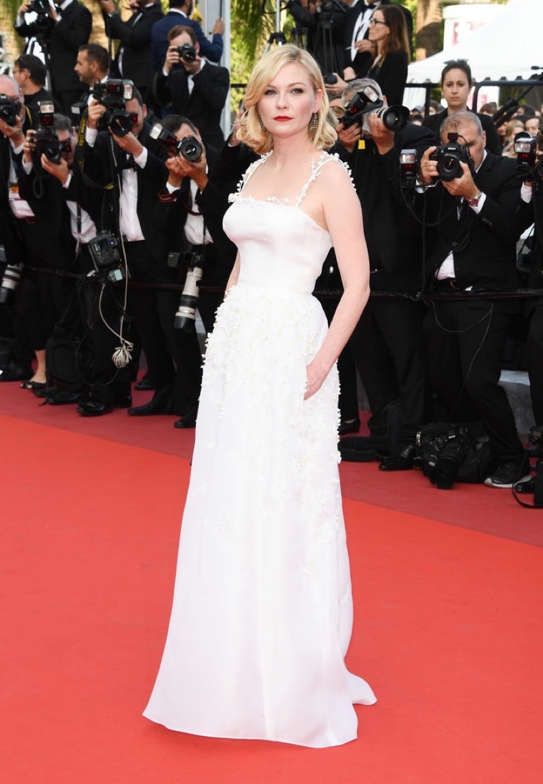 Kirsten-Dunst-looked-absolutely-beautiful-Dior-Haute-Couture