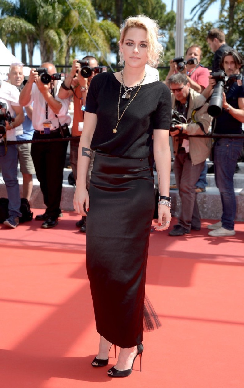 Kristen-Stewart-accessorized-her-all-black-Chanel-look-layered