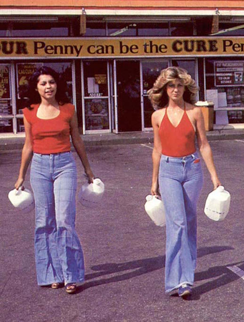 Le-Fashion-Blog-1970s-70s-Street-Style-Vintage-Photos-Halter-Top-Wide-Leg-Flared-Jeans-Bell-Bottoms-Denim-Via-Tres-Blase