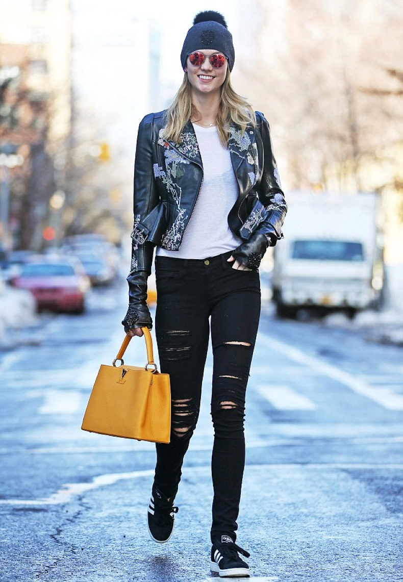 30A44ADF00000578-3420041-Biker_chic_Karlie_Kloss_23_traded_her_former_Victoria_Secret_Ang-m-15_1453935344664