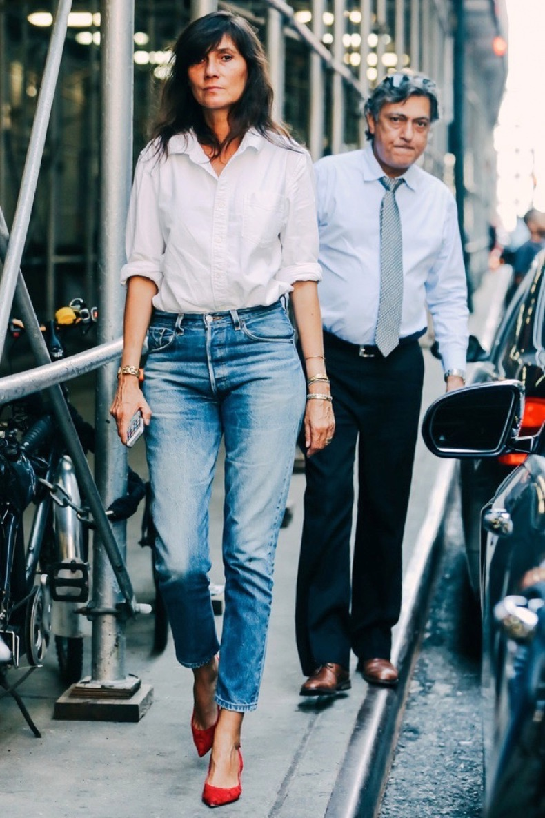 Le-Fashion-Blog-Emmanuelle-Alt-Street-Style-White-Button-Down-Shirt-Cropped-Jeans-Red-Kitten-Heels-Classic-Casual-Chic-Outfit-Via-Vogue-France