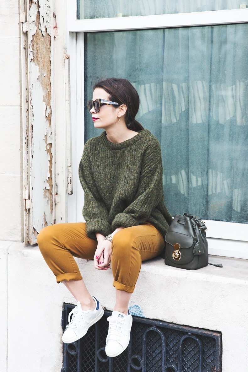 Paris-Green_Sweater-Orange_Trousers-Adidas_Stan_Smith-Ralph_Lauren_Bag-Ricky_Drawsting_Bag-Outfit-Street_Style-PFW-Maxi_Coat-84-790x1185