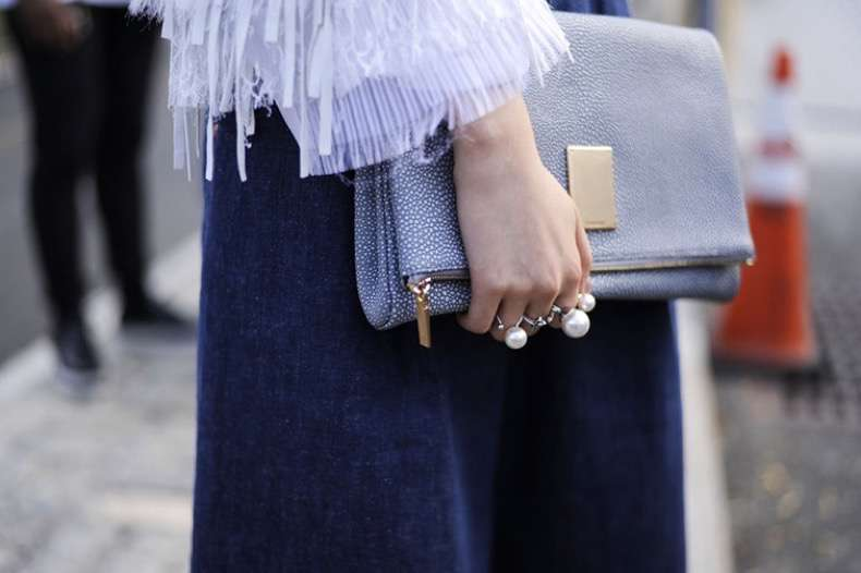 Street style details, giant pearl rings