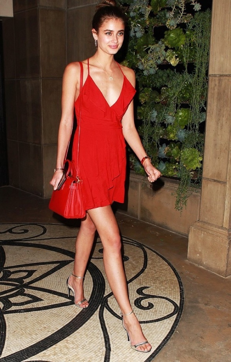 the-date-night-outfit-every-celebrity-wore-in-the-past-three-months-1885963-1472513636.600x0c
