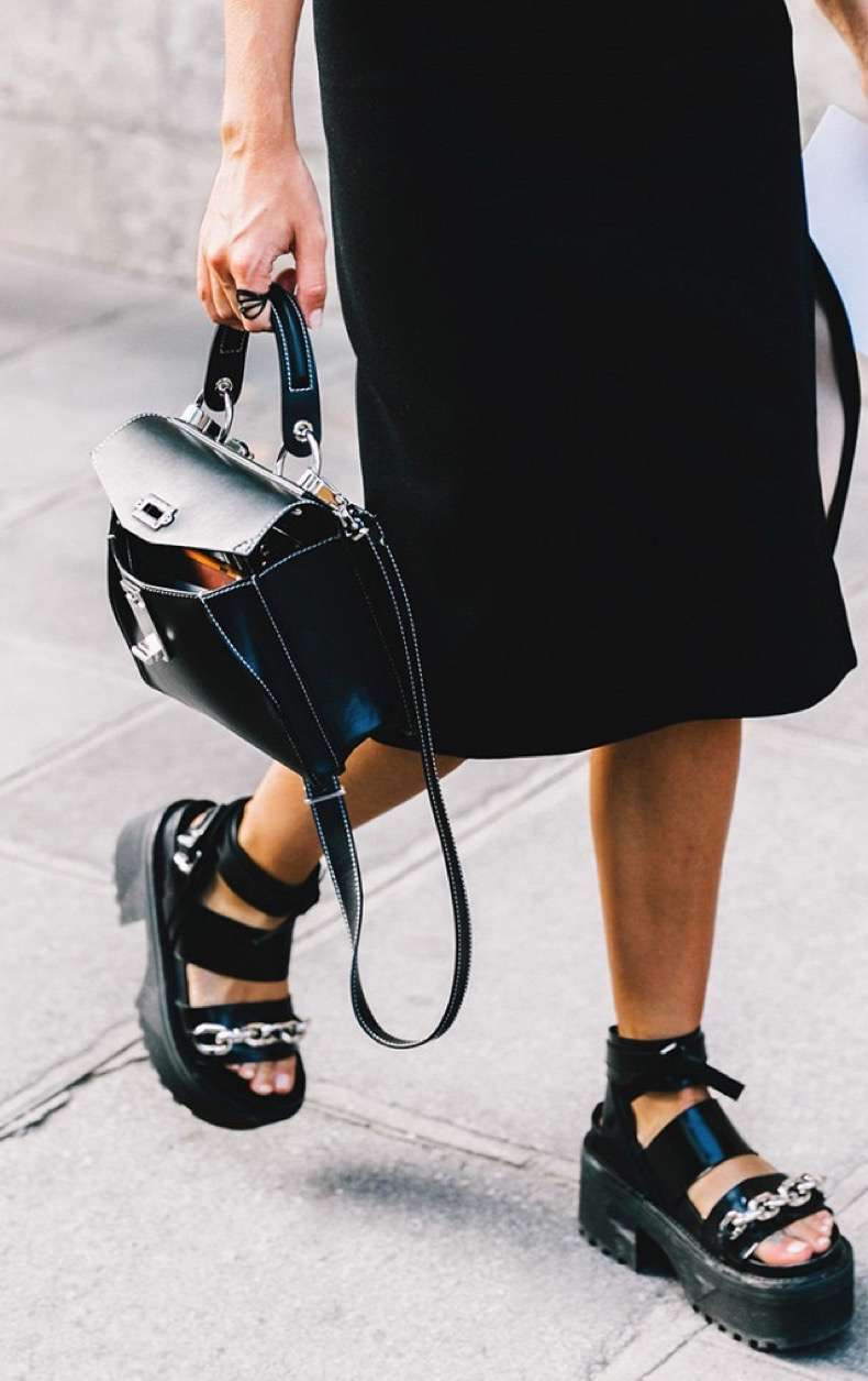 the-5-shoe-trends-everyone-wore-in-paris-1930494-1475873534-640x0c