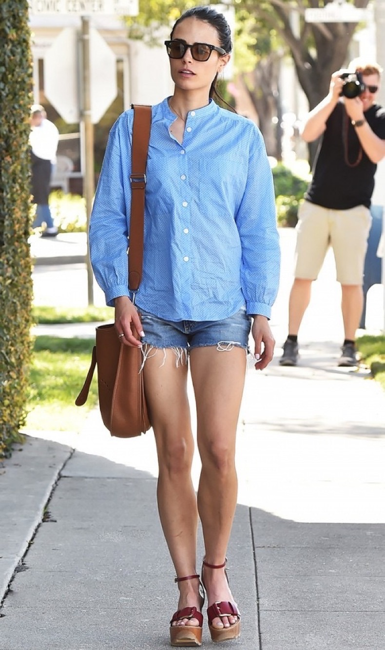 how-to-wear-shorts-when-youre-over-age-30-1850738-1469649534-600x0c