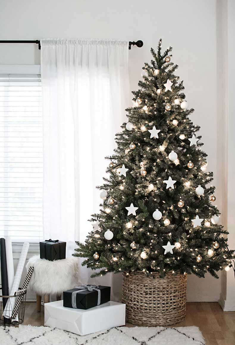 christmas-tree-with-diy-clay-star-ornaments2-700x1025